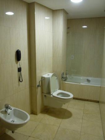 Tryp Jerez Hotel: バスルーム