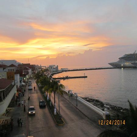 Suites Bahia : Sunset from the balcony
