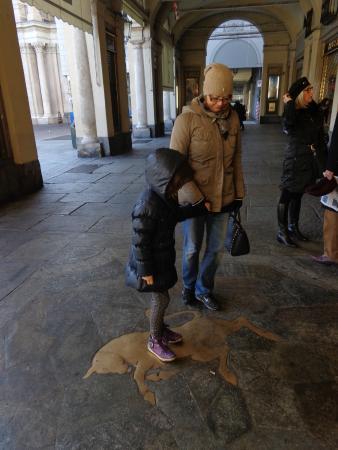Il toro in piazza San Carlo: porta fortuna!
