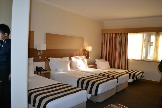 Hotel Principe Lisboa: 広い部屋と気持ちのいいベッド