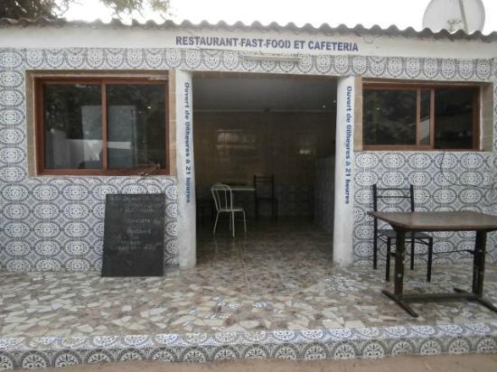 Auberge Menata: Kitchen