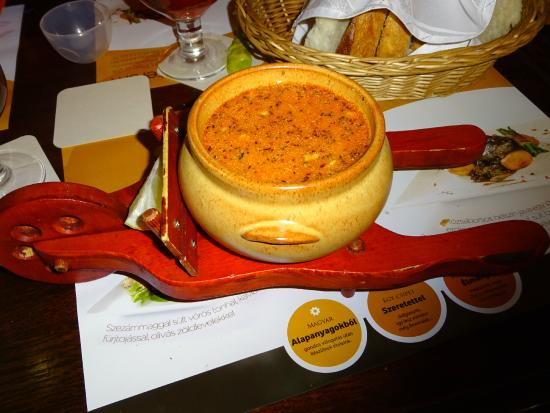 Belgian Restaurant : Фирменный суп в тележке