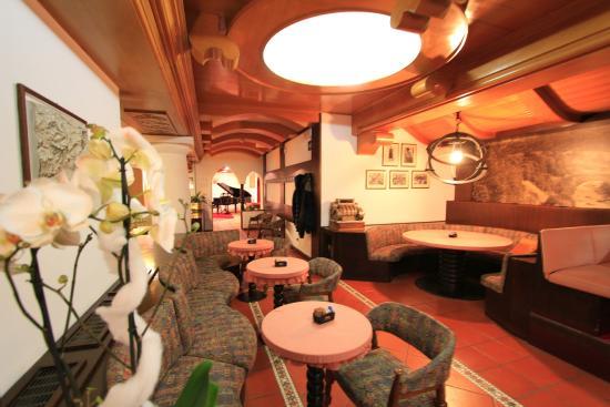 Hotel Regina delle Dolomiti: Bar