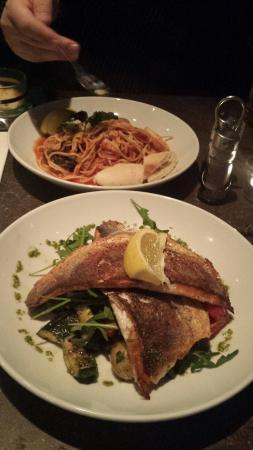 D'Vine Restaurant and Social Bar: Beautiful seabass & seafood pasta