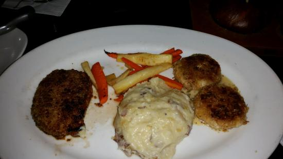 Cooper's Hawk Winery & Restaurants: Pork and Crab Cakes