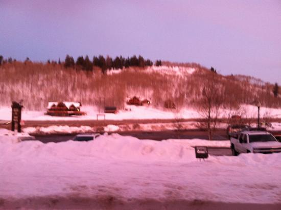 Daniels Summit Lodge: Sunset reflecting off the snow