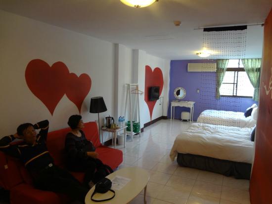 Sun Moon Lake Love Home Lake Hotel : So much love in this spacious room!
