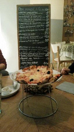La Maison des Saisons : la carte du menu et LA pizza : une tuerie
