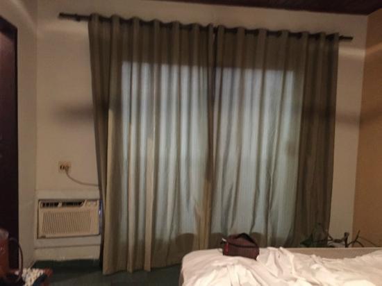 Hotel da Canoa: Cortinas transparentes - Horário da foto: 19hrs e 30m
