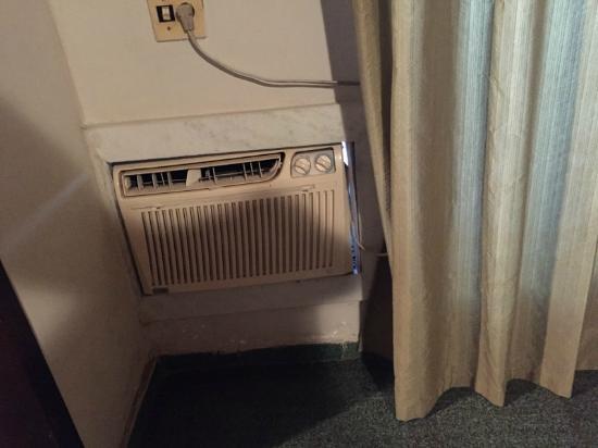 Hotel da Canoa: Ar condicionado ineficiente