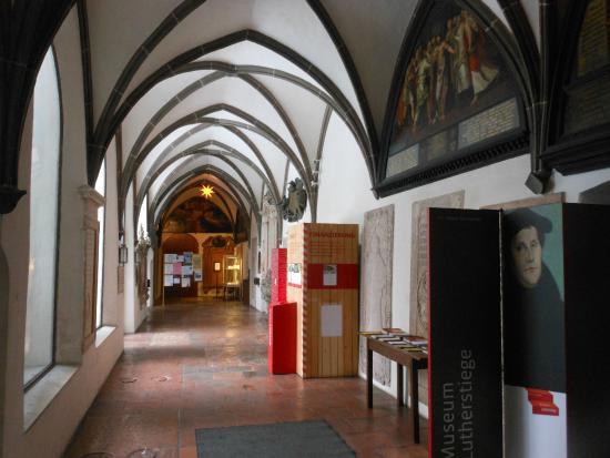 St. Anne's Church: Il chiostro