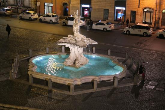 Barocco Hotel: Fountain at Piazza Barberini