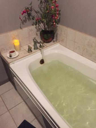 Medbery Inn and Day Spa: Private Tub Area