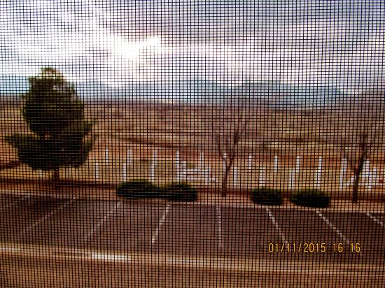 Comfort Inn: Not a good photo as I took it through the screen without the zoom. .