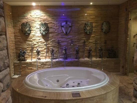 Sato Castle Motel: awards in bathroom!!