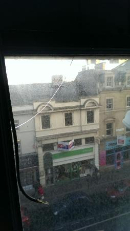 Mercure Leicester The Grand Hotel: a cracked window pain