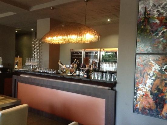 Restaurant L'Hibiscus: bar très bien intégré.