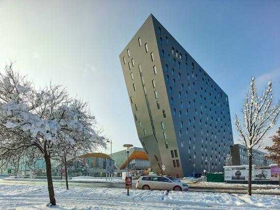 Ramada Innsbruck Tivoli: Außenansicht Winter