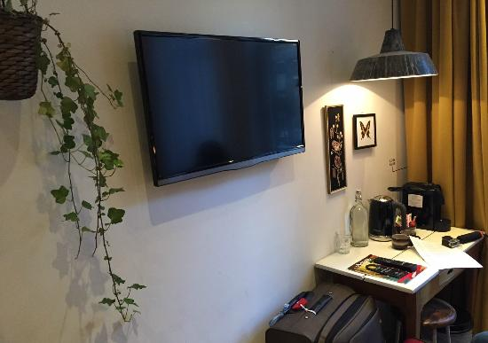 Hotel Dwars Amsterdam : Tv and table with coffee machine picture of hotel dwars