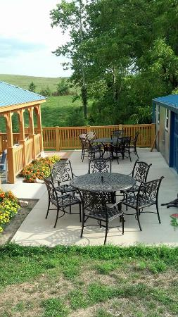 New Haven, MO: Kuenzel Valley Winery outdoor seating