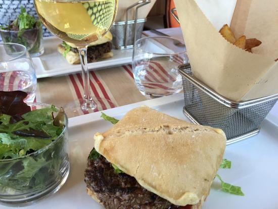 Cote Canal : Le hamburger sans cesse renouvelé!