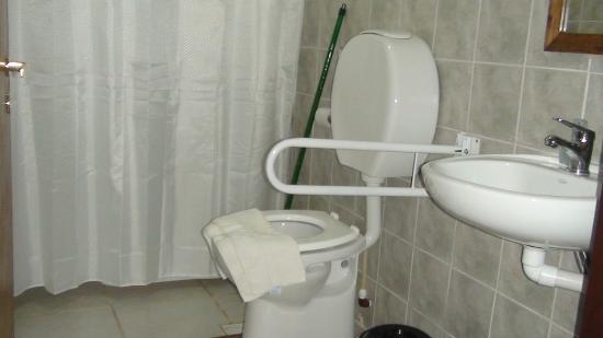 Hostería Tranqueras de El Chaltén: Baño para discapacitados
