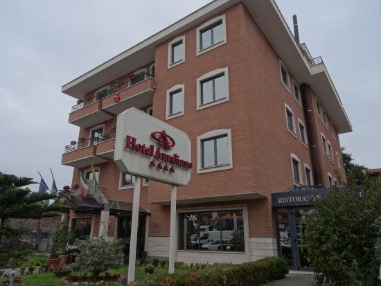 Smooth Hotel Rome West : Frontansicht von ViaAurelia