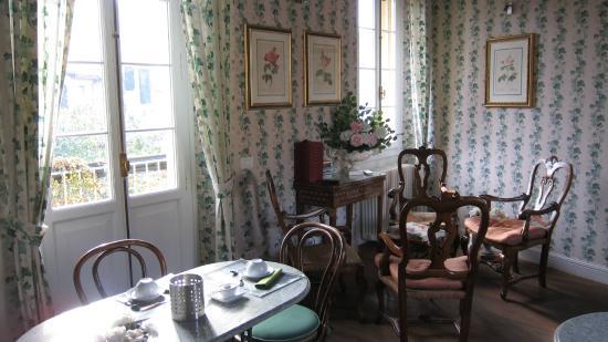 M club De Luxe B&B : La sala della prima colazione