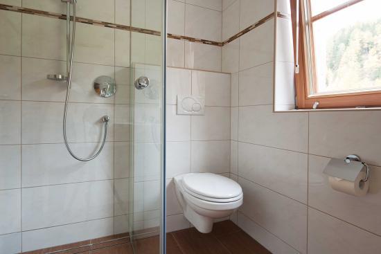 Landhaus Taurer: großzügiger Waschraum