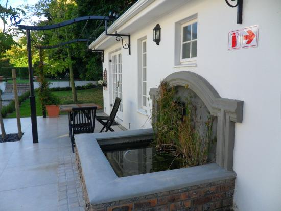 Constantia White Lodge: Grounds