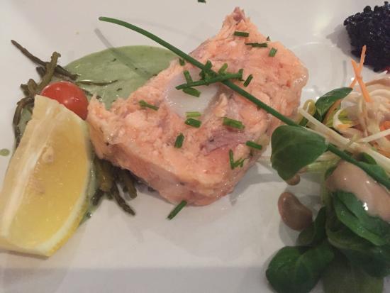 Le Clos Saint Thomas: Merrine saumon st Jacques avec une vinaigrette à la mâche (belle découverte)