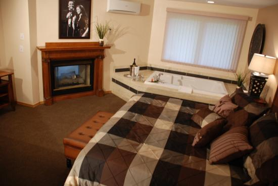 The Lodge at Leathem Smith: Admiral Suite....ROCKS