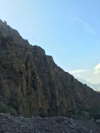 Wadi Ghul - Oman's Grand Canyon: Paredões gigantes e muita pedra! Lindo demais.