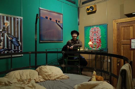 the table room picture of propeller island city lodge berlin tripadvisor. Black Bedroom Furniture Sets. Home Design Ideas