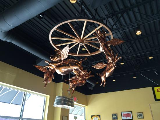 Anderson, ساوث كارولينا: copper art at the Pompous Pig