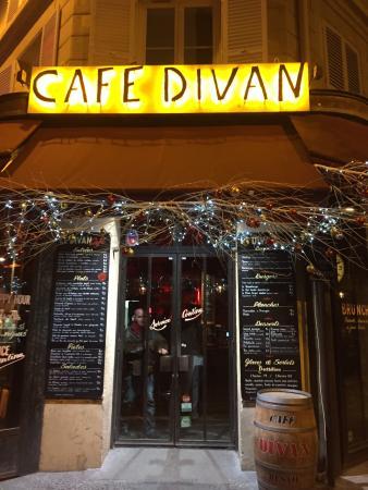 Cafe Divan : Welcoming entrance
