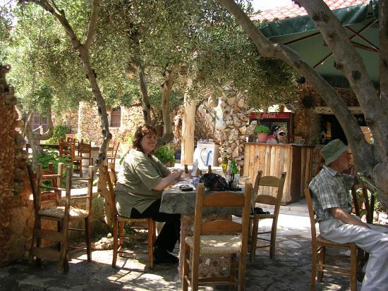 koumos the tavern