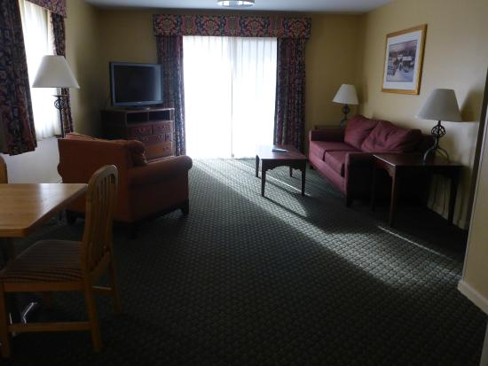 Best Western Inn & Suites Rutland-Killington: Living room