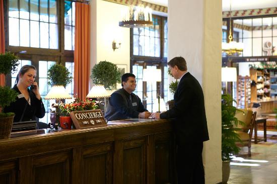 The Majestic Yosemite Hotel: Concierge desk