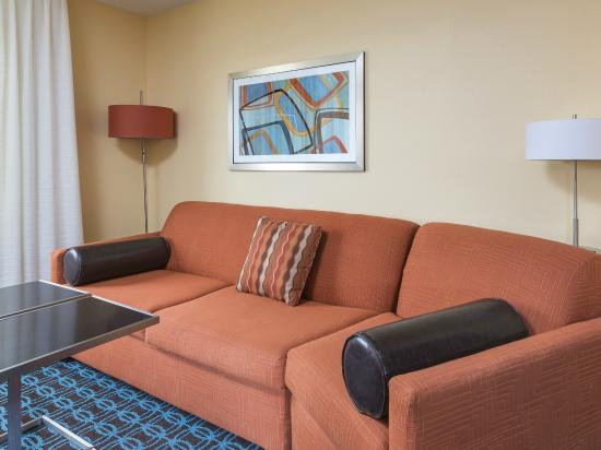 Fairfield Inn & Suites Lubbock: Sofabed in King Suite