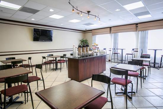 Sleep Inn & Suites: Breakfast Room