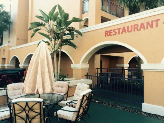 Ramada Kissimmee Downtown Hotel: Entrada para o café que não era free