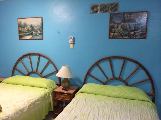 Francis Arlene Hotel: Room 4