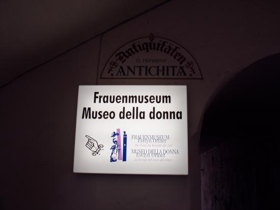 Museum of Women : 入り口の表示