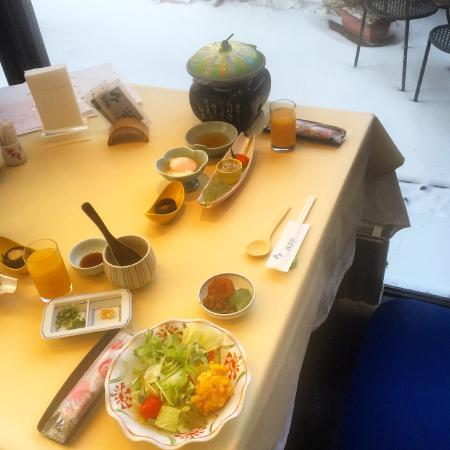 Hotel Shikisai: Breakfast with the snow outside