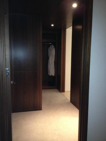 Langham Place, New York, Fifth Avenue : Walk through Closet