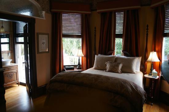 Azalea Inn & Villas: My room