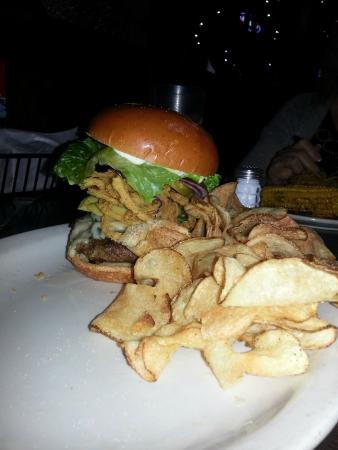 Hoffbrau Steaks: Hoffbrau Avocado Bacon Burger & Homemade Chips_Dec 2014