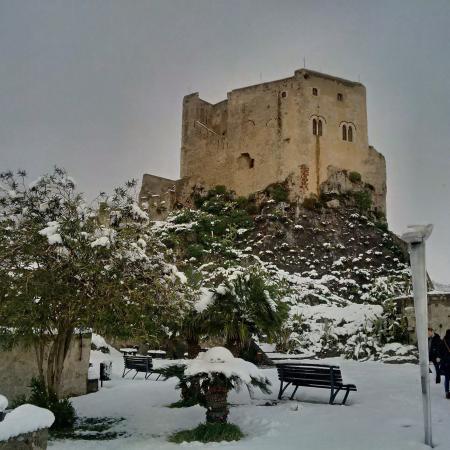 Scaletta Zanclea, Италия: Il castello innevato