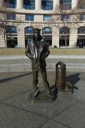 United States Navy Memorial and Naval Heritage Center: US Navy Serviceman statue